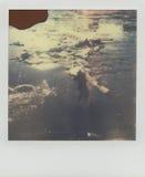 Legno di spostamento in acqua congelata nel fiume di Wis?a Fotografie Stock