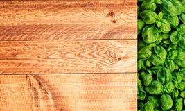 Legno e Basil Background Fotografia Stock