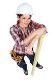 Legno femminile della marcatura del carpentiere Fotografia Stock