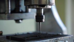 Legno nero di macinazione del taglio di macchina di colore del metallo di CNC la fine su ha sparato di un'attrezzatura speciale p video d archivio