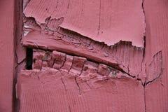 Legno rosso incrinato sbucciando le plance di legno Fotografia Stock Libera da Diritti