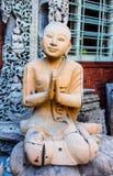 Legno scolpito, Myanmar di immagine del monaco Fotografie Stock Libere da Diritti