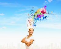 lego χεριών δημιουργικότητας έννοιας οικοδόμησης επάνω στον τοίχο Στοκ Φωτογραφίες