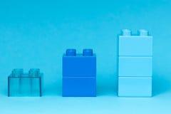 Lego diagram på blå bakgrund Royaltyfria Bilder