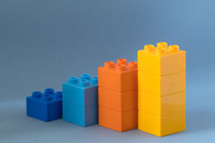 Lego diagram på blå bakgrund Royaltyfri Foto