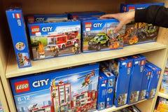 Lego en una tienda de juguetes Imagenes de archivo