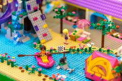 Lego Friend serie på Bangkok's Siam Paragon galleriaskärm Royaltyfri Fotografi