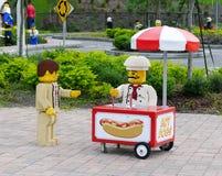 Lego Hotdog-Verkäufer bei Legoland Florida Stockbilder