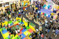Lego Make & presa all'esposizione del centro commerciale di Bangkok's Siam Paragon Fotografia Stock Libera da Diritti