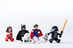 LEGO minifigure Batman, vader, nadczłowieka, Stormtrooper i darth, zdjęcie royalty free