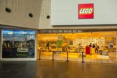 Lego shoppar i Hong Kong i den Langham shoppinggallerian Arkivbilder