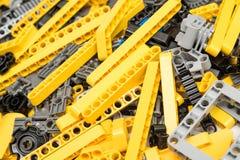 Lego Technic Pieces Pile Close acima Fotos de Stock Royalty Free