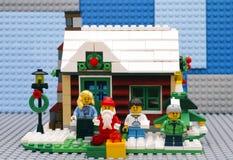 Lego Winter House som är klar för jul Fotografering för Bildbyråer