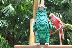 LEGO ziemia, MALEZJA, STYCZEŃ, 2017: Lego cegły zrobili papugi przy Lego ziemią Malezja Zdjęcie Royalty Free