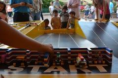 Legoland - Lego-autorennenspoor voor jonge geitjes royalty-vrije stock afbeeldingen