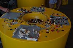 Legoland - Lego-delen met achtergronden voor jonge geitjes royalty-vrije stock fotografie