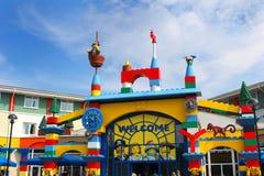 LEGOLAND, WINDSOR, HET UK - 30 APRIL, 2016: De kleurrijke ingang aan het Legoland-Hotel Royalty-vrije Stock Fotografie