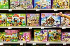 Legoproducten in een opslag royalty-vrije stock afbeeldingen