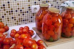 Legt Tomaten in Essig ein Stockfotografie