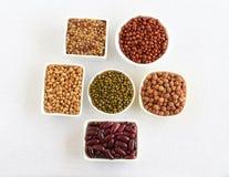 Legumbres sanas de la comida en cuencos Fotos de archivo libres de regalías