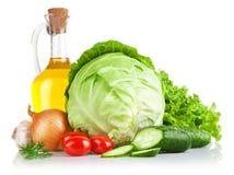 Legumes frescos ajustados com petróleo verde-oliva Imagem de Stock Royalty Free