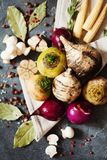 Legumes frescos e especiarias para a sopa do vegetariano Nabo, rabanete, onio Foto de Stock