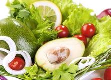 Legumes frescos e verdes com abacate no centro Imagens de Stock