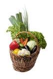 Legumes frescos em uma cesta no branco. Imagem de Stock