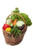 Legumes frescos em uma cesta no branco. Fotos de Stock Royalty Free