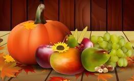 Legumes frescos, frutos e uva no assoalho de madeira Foto de Stock Royalty Free
