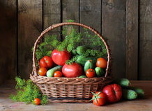 Legumes frescos na cesta Ainda vida 1 Foto de Stock Royalty Free