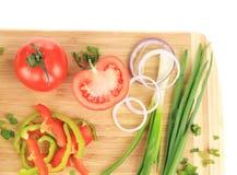 Legumes frescos na placa de estaca Fotos de Stock