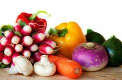 Legumes frescos na tabela Imagens de Stock