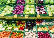 Legumes frescos no contador do mercado Imagem de Stock Royalty Free