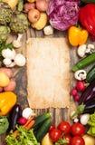 Legumes frescos no fundo de madeira Fotografia de Stock