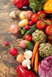Legumes frescos no fundo de madeira Imagens de Stock