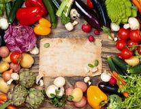 Legumes frescos no fundo de madeira Foto de Stock Royalty Free