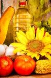 Legumes frescos, flores, ovos e uma garrafa do óleo Foto de Stock Royalty Free