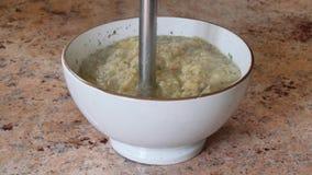 Legumes misturados em uma cozinha video estoque