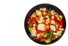 Legumes misturados em uma frigideira Vista superior Isolado Fotografia de Stock