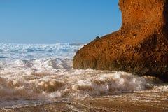 Legzira向曲拱扔石头,现在被破坏,大西洋,摩洛哥 免版税图库摄影