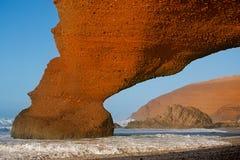 Legzira облицовывает свод, загубленный теперь, Атлантический океан, Марокко Стоковая Фотография