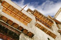 Leh宫殿美妙地被设计的木窗口房檐  免版税库存照片