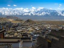 Leh市和山, Leh拉达克,印度 免版税库存照片