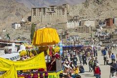 LEH, ÍNDIA - 20 DE SETEMBRO DE 2017: Artistas não identificados em Ladakhi Fotos de Stock