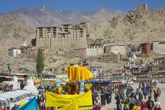 LEH, INDIA - SEPTEMBER 20, 2017: Niet geïdentificeerde kunstenaars in Ladakhi Stock Foto's