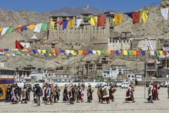 LEH, INDIA - SEPTEMBER 20, 2017: Niet geïdentificeerde kunstenaars in Ladakhi Royalty-vrije Stock Foto