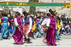 LEH INDIEN - SEPTEMBER 20, 2017: Oidentifierade konstnärer i Ladakhi Royaltyfri Bild
