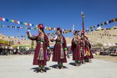 LEH INDIEN - SEPTEMBER 20, 2017: Oidentifierade konstnärer i Ladakhi Royaltyfri Fotografi