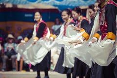 LEH INDIEN - SEPTEMBER 20, 2017: Oidentifierade konstnärer i Ladakhi Royaltyfria Bilder